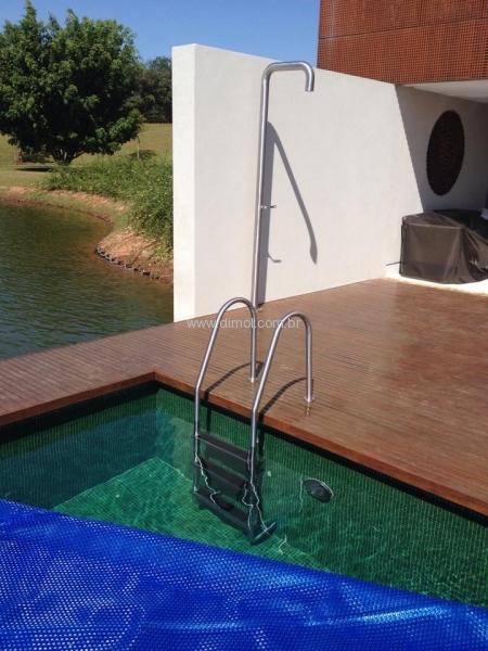 escadas-em-aco-inox-para-piscina-estante-residencia-001