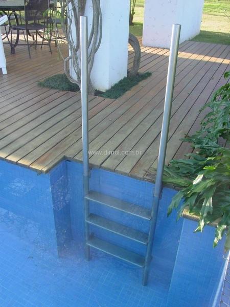 escadas-em-aco-inox-para-piscina-estante-residencia-004