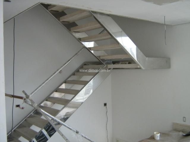 escadas-em-aco-inox-para-piscina-estante-residencia-006