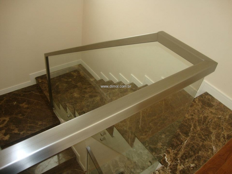 guarda-corpo-aco-inox-com-vidro-001